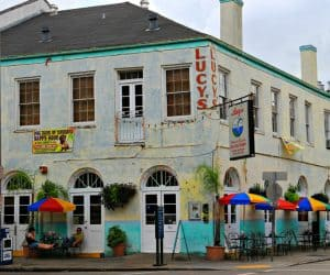 Lucys-Bar-and-Grill-in-New-Orleans-Warehouse-District-1024x756