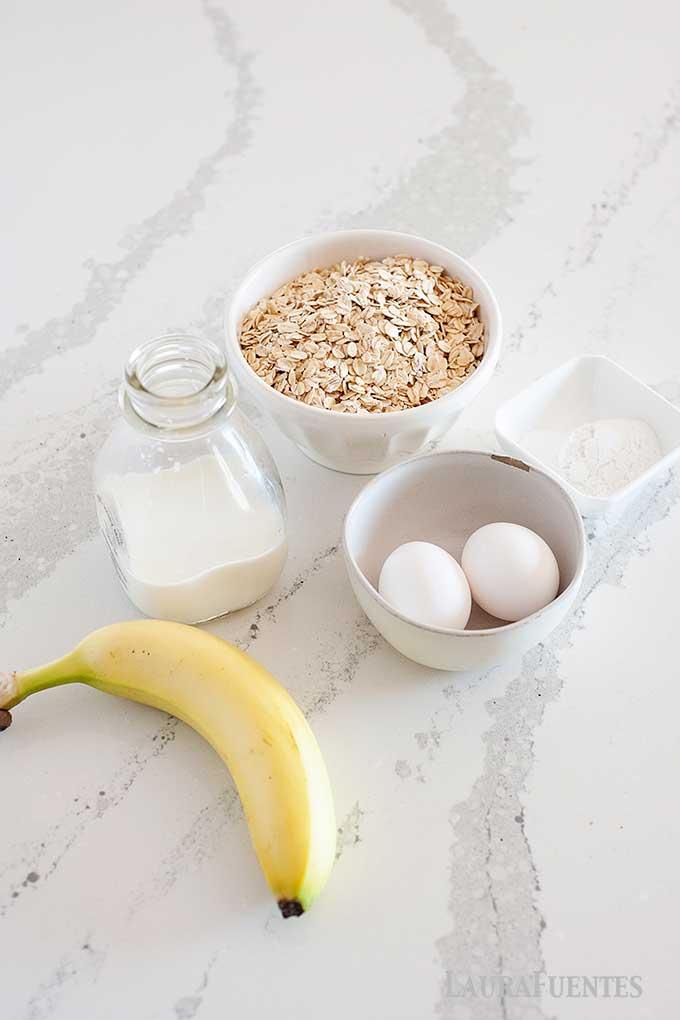 Ingredientes de panqueques de avena: leche, avena, platano, levadura en polvo.